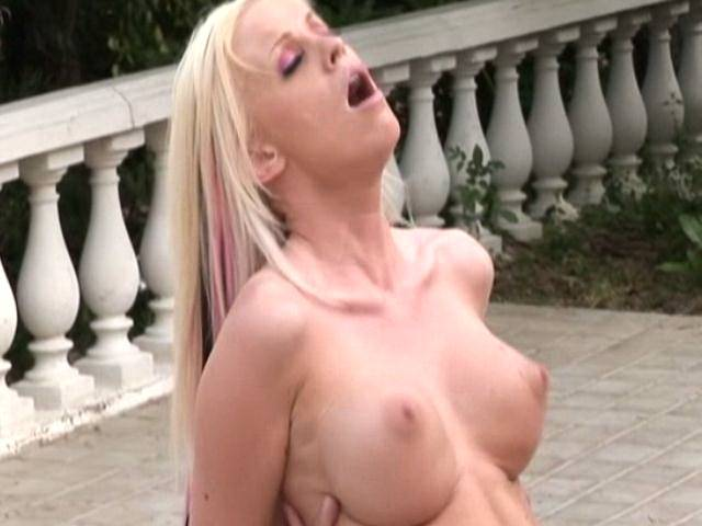 Platinum blonde amateur harlot Kelly Taylor gets mouth and quim double fucked outdoors in the pool
